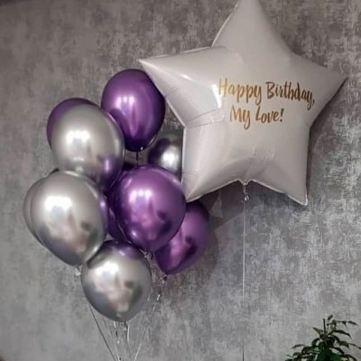 Большой шар с надписью с днем рождения Белая Звезда в композиции из шаров хром