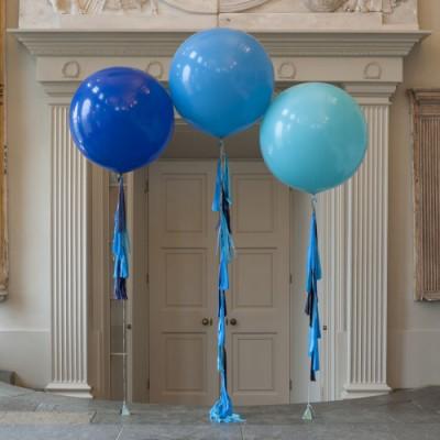 Большие шары латекс Синий Павлин с гирляндами тассел