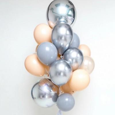 Серебряные шары сферы в композиции из шаров серый и персик