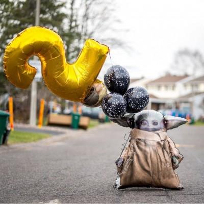 Ходячий шар Малыш Йода и фонтан из шаров