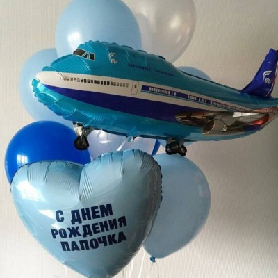Воздушный шар в виде самолета в связке из шаров